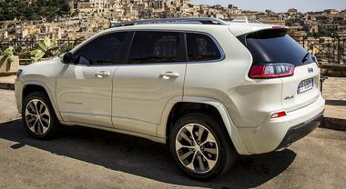 Jeep Cherokee, evoluzione per motori e trasmissioni: più potenti e fluidi per un piacere di guida al top