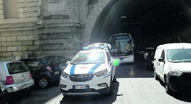 Roma, blitz a tappeto in centro: vigili a caccia dei bus turistici