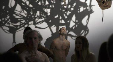 Tutti nudi al museo: sorpresa al Palais de Tokyo di Parigi
