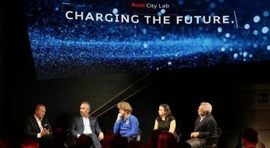 Rivoluzione tecnologica: Audi mette le generazioni a confronto