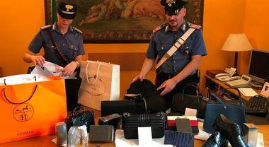 Così i turisti russi rubano nelle boutique di lusso: da Hermes a Prada Video