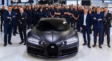 Bugatti Chiron prodotte 250 hypercar da 2,4 milioni ciascuna. A Molsheim via a seconda fase: 150 prevendute, 100 disponibili