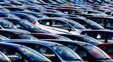 Mercato auto, pesante battuta d'arresto a giugno: -7,9% le immatricolazioni