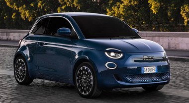 Al volante della Nuova Fiat 500: l'icona di tutte le citycar diventa elettrica. Potenza doppia rispetto alla termica