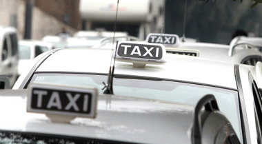 Arriva il registro per taxi e Ncc, iscrizioni entro 2 marzo. Mit emana decreto per chi ha già licenza, richieste alla MC