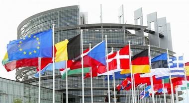 Auto, Parlamento Europeo vota su limiti emissioni CO2. Proposto -45% entro il 2030