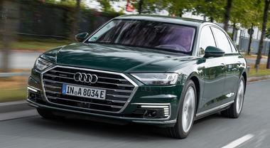 Lusso, prestazioni e ibrido hi-tech: Audi rinnova l'ammiraglia A8 e la variante sportiva S8