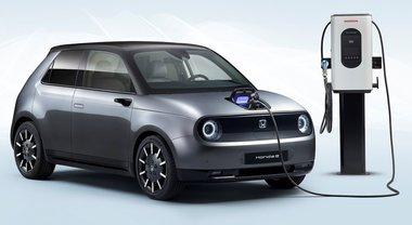 """Honda, inquinamento zero. Svettano l'originale citycar """"E"""" a batterie e la full hybrid della rinnovata Jazz"""