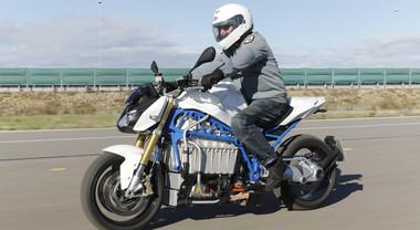 Bmw show: l'elettrica E-Bike è sorprendente. Svelato il prototipo a batterie: scatto, potenza e silenzio assoluto