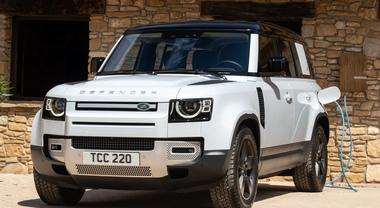 Defender 110 ibrida plug-in, il mito Land Rover è anche alla spina