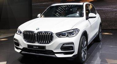 BMW X5, la versione ibrida plug-in debutta al Salone di Ginevra