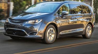 Chrysler Pacifica Hybrid, l'ibrida plug-in che consuma 3,5 litri per 100 km