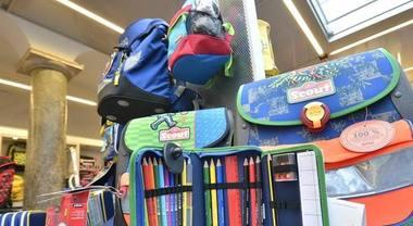 Scuola, stangata di settembre mai così salata: più di 1000 euro tra libri, zaino, astucci, diario e quaderni