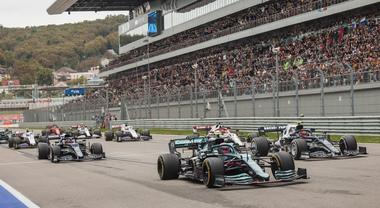 F1, la FIA ha diramato il calendario ufficiale 2022: 23 Gran Premi, due in Italia, Imola e Monza