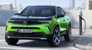 Nuova Mokka si presenta: è anche a emissioni zero. Con la Corsa-e è il bionomio elettrico di Opel