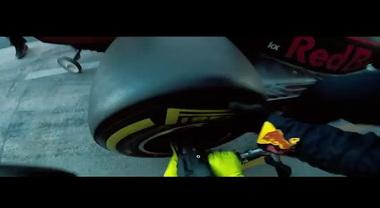 Pit stop in assenza di gravità in un aereo a 33 mila piedi: lo spettacolare video del Team Aston Martin Red Bull Racing