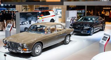 Jaguar celebra i suoi fasti: passato, presente e futuro del Giaguaro sotto i riflettori del Salone di Parigi
