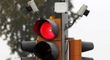 Semafori T-Red, in una settimana 3.500 auto pizzicate dalle telecamere a transitare col rosso