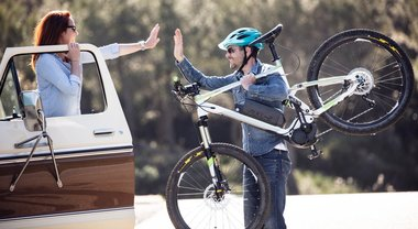 """Ford """"Share the roads"""", l'Ovale Blu mette fine alla """"guerra"""" tra automobilisti e ciclisti"""