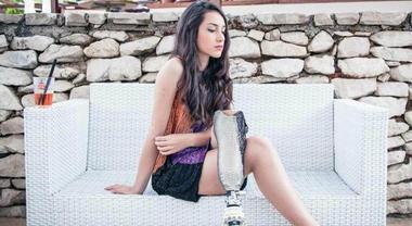 Chiara Bordi, a Miss Italia senza gamba. Insulti sui social: «Ti votano perché sei storpia»