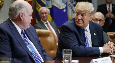 Trump a vertici dell'industria auto: «Costruite di più negli Usa»