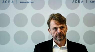Costruttori auto europei lanciano l'allarme, Manley (Acea): «Perdite per 100 mld, UE intensifichi sostegno al settore»