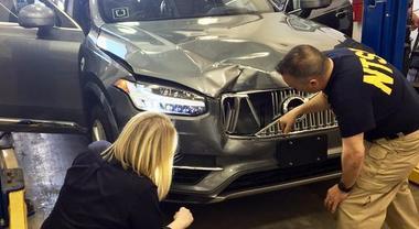 Auto autonome, Uber non riconobbe pedone e Tesla era in AutoPilot. Risultati indagini degli incidenti