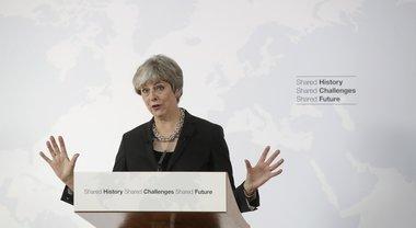 Brexit, la premier May agli italiani che vivono nel Regno Unito: siete preziosi, vogliamo che restiate