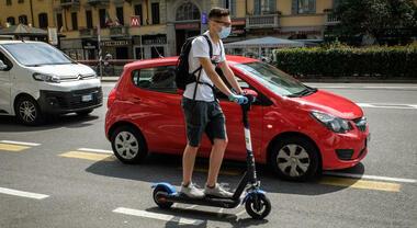Monopattini, gli utenti non conoscono le regole della strada. Inchiesta rivela ignoranza e superficialità utilizzatori