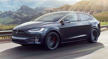 Tesla richiama oltre 135 mila Model S e Model X: display touchscreen difettoso