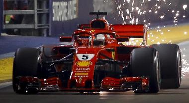 GP Singapore, Vettel stecca, è Hamilton con la Mercedes a siglare una pole stellare