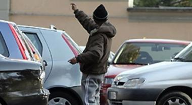 Parcheggiatori abusivi, la Cassazione: è estorsione. Sentenza di condanna per richiesta di 2 euro