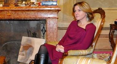 """Lorenzin a Modena, vede la foto di Enzo Ferrari e chiede: """"Ma quello è Gino Paoli?"""""""