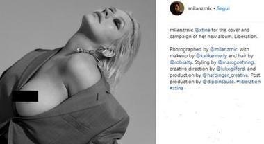 Christina Aguilera sexy, un topless decisamente bollente per il nuovo disco Foto