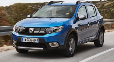 """Dacia rinnova Sandero, nuovo look ed il """"risparmioso"""" 3 cilindri da un litro"""
