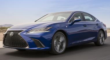 Lexus ES, un salto in avanti. Arie da ammiraglia per la 7^ generazione