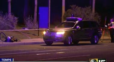 Uber, auto a guida autonoma investe e uccide una donna: sospesi i test in tutto il mondo