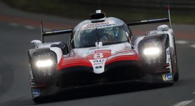 Toyota: più corri, meno consumi. La TS050 a Le Mans percorre 5.300 km con un consumo molto inferiore rispetto alle altre vetture