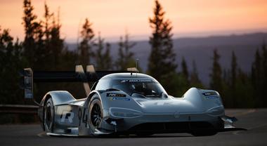 """Volkswagen I.D. R Pikes Peak pronta alla """"scalata verso le nuvole"""""""