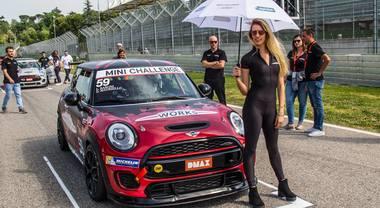 Mini Challenge 2018, le immagini più spettacolari della gara di Imola