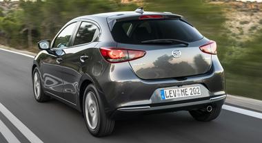 Mazda2, l'ammiraglia in miniatura. Adesso la citycar recupera energia con il sistema MHEV