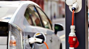 Danimarca, dal 2030 divieto di vendita per diesel e benzina. Nuove auto solo ibride, elettriche e a idrogeno