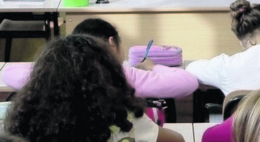 Non ci sono più professori: in classe arrivano gli infermieri per coprire le cattedre vuote