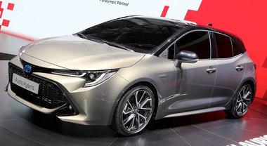 Toyota presenta la nuova Auris: non c'è più il turbodiesel, diventano due le versioni ibride
