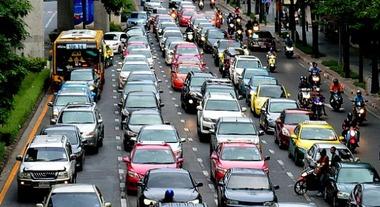 Mobilità sostenibile: si pratica, non si evoca. Quando troppe informazioni alimentano le suggestioni e allontanano le vere soluzioni