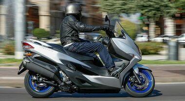 Suzuki Burgman 400, in sella al maxi-scooter versione 2022 tutto comfort e versatilità
