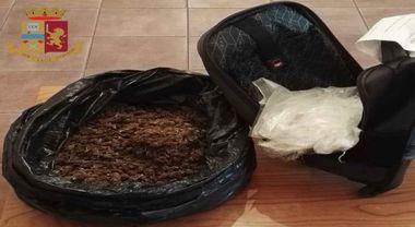 Corriere della droga alla fermata del bus con 3 kg di marijuana