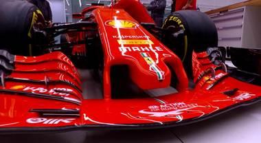 Ferrari, la SF71H in sala trucco prima dei riflettori