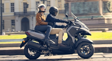 Yamaha, non solo città: il Tricity 300 diventa Max. Il tre ruote più potente della famiglia