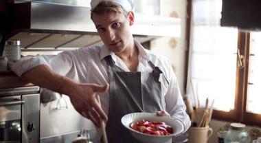 Chef sexy a domicilio, da oggi è possibile noleggiarli: ecco come e dove